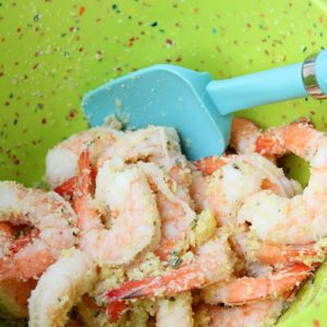 Combine shrimp with garlic powder, olive oil, parmesan cheese, salt and pepper to taste. Toss everything together until seasoning is well combined.