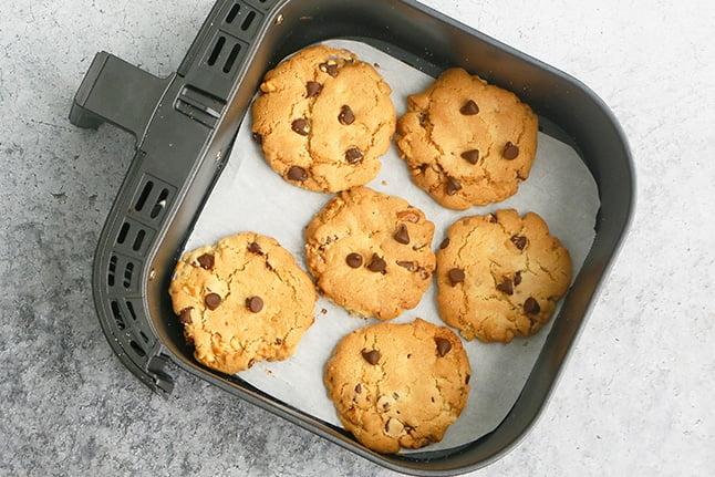 baking cookies in air fryer