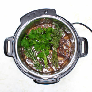 Combine the wine, beef stock, Worcestershire sauce, bay leaf, rosemary, thyme, and bay leaf in a medium bowl. Bring to a boil.
